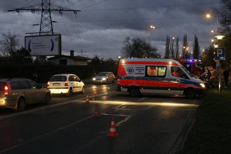 Groźny wypadek na ulicy Starogroblowej. Sprawca był pijany (ZDJĘCIA)