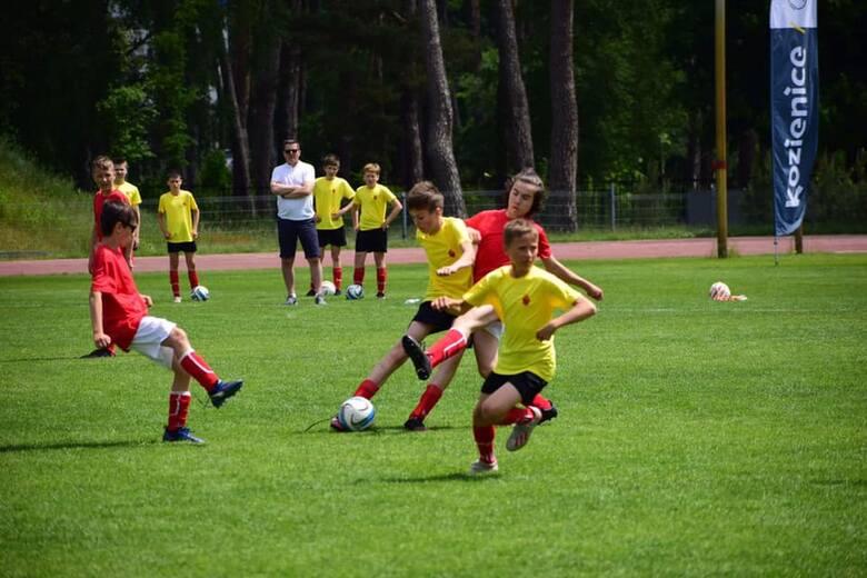 Mistrzostwa Europy w piłce nożnej niebawem, a tymczasem w Kozienicach młodzi adepci tej dyscypliny już rywalizują. W Minimistrzostwach Europy w Kozienicach,