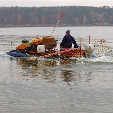 Pierwsze próby oczyszczania jeziora już się odbyły. Mobilny aerator pracował jeden dzień, a wyniki tej pracy będą znane za kilka tygodni.