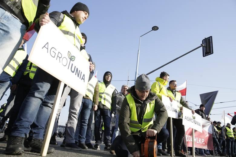 W środę 3 kwietnia Agrounia zorganizowała kolejną manifestację w stolicy. Do Warszawy przyjechali protestować rolnicy z różnych stron kraju. Wyły syreny,