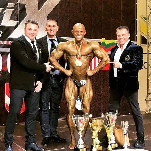 Arkadiusz Demidowicz ma za sobą kolejny udany weekend, dominując na zawodach kulturystyki i fitness. Na Litwie, podczas mistrzostw świata WBBF WFF, w