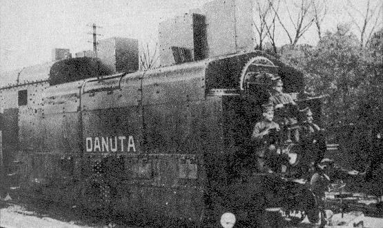 Pociąg pancerny Danuta z 1939. Kolejno od lewej: wagon artyleryjski, wagon szturmowy, parowóz pancerny, wagon artyleryjski