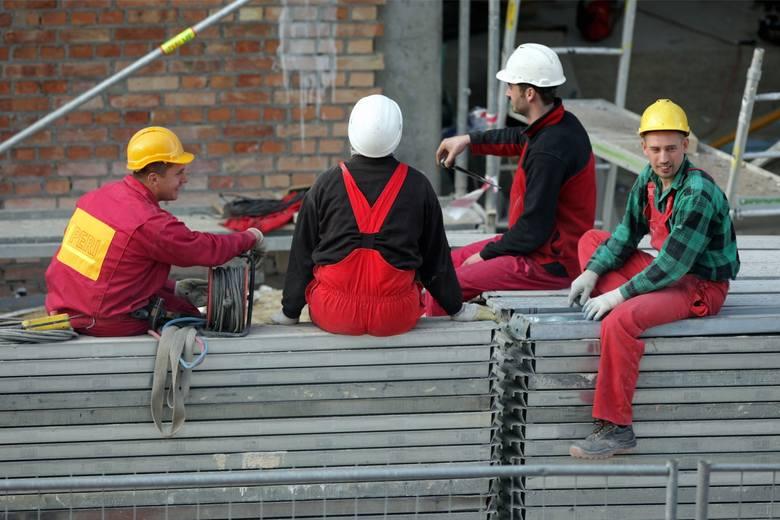 Pracownik to przede wszystkim człowiek, który ma swoje potrzeby, lepsze i gorsze dni. Wie także, jakie warunki wpływają na komfort i efektywność jego