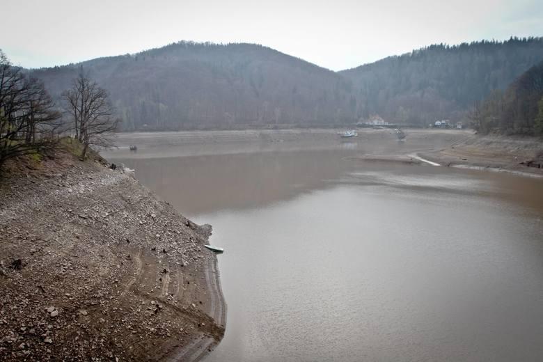 Rządowe Centrum Bezpieczeństwa od kilku lat alarmuje o zagrożeniu suszą hydrologiczną prowadzącą do stepowienia terenów.