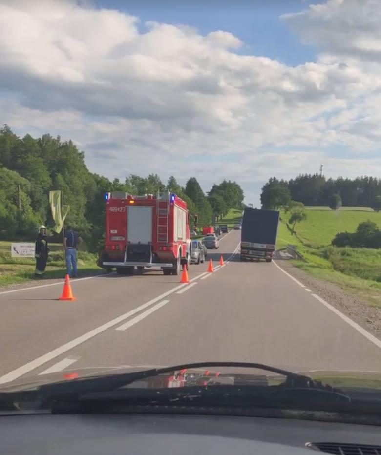 Podkamionka. Śmiertelny wypadek motocyklisty zablokował drogę krajową nr 19. Mężczyzna zmarł mimo reanimacji