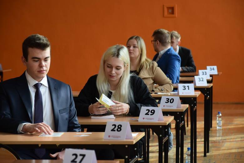 Matura 2021 w Liceum Ogólnokształcącym w Sępólnie Krajeńskim. Więcej zdjęć: TUTAJ >>>