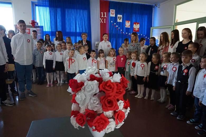 Akcję ogłosiła Minister Edukacji Narodowej oraz Rada Dzieci i Młodzieży przy Ministrze Edukacji Narodowej. Chodziło o wspólne zaśpiewanie czterech zwrotek