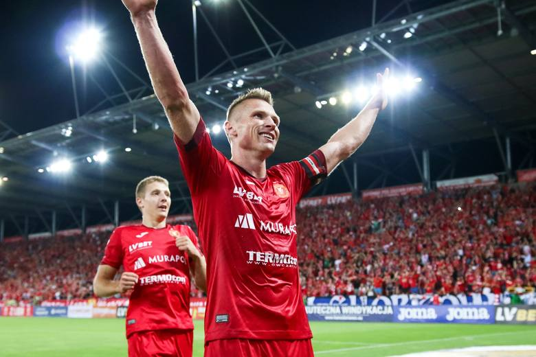 W końcu do 1 ligi awansowałby Widzew Łódź. Zrobiłby to z pierwszego miejsca, jako tak zwany mistrz 2 ligi, akurat po wygranej z Górnikiem Łęczna (2:1).