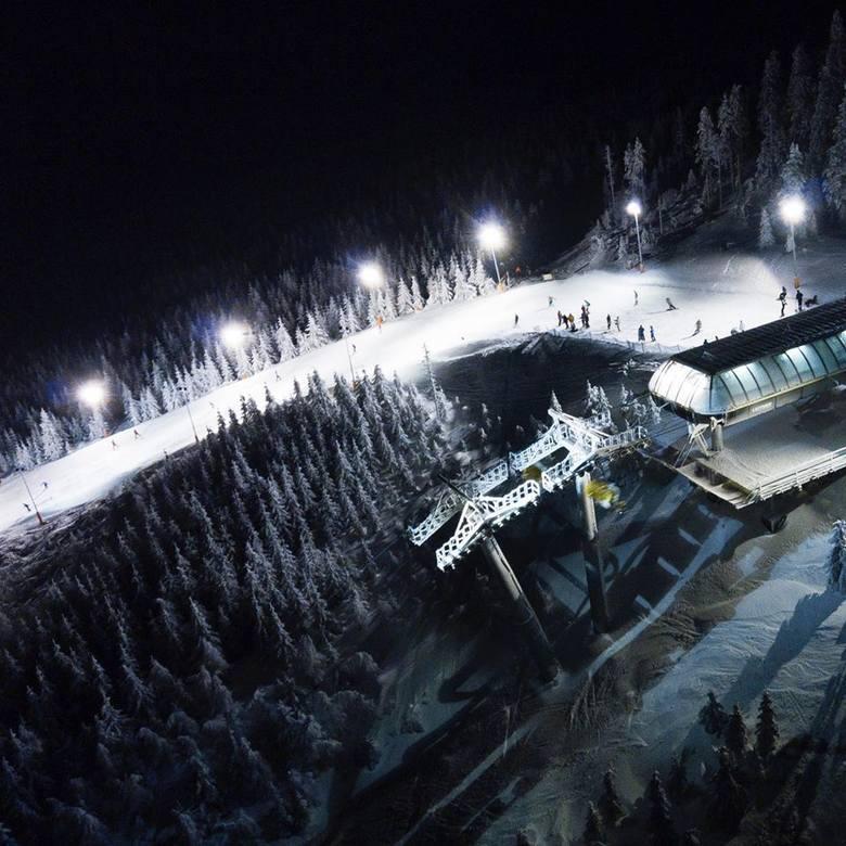 W najbliższy weekend zapowiadają się całkiem dobre warunki dla narciarzy. Nie trzeba wcale jeździć daleko z Wrocławia, by poszusować na nartach. Duże