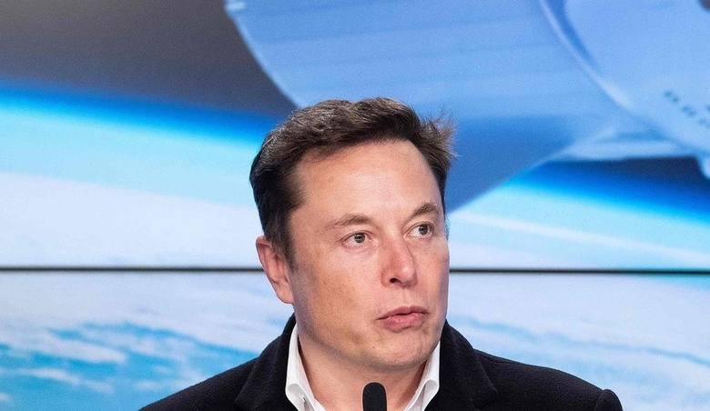 """Elon Musk odwiedził plac budowy fabryki Tesli pod Berlinem. """"To będzie fajne miejsce do pracy produkujące fajne samochody"""""""