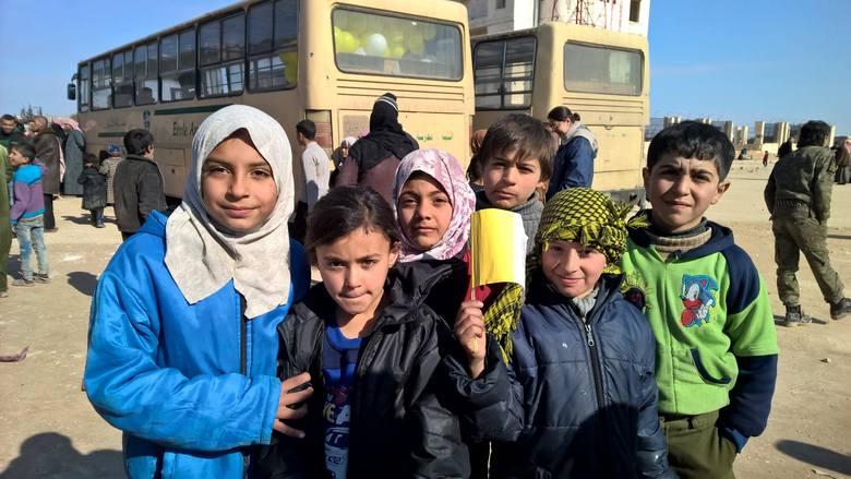 Dzieci z Aleppo. Według niektórych - to już pokolenie stracone, nie zna innego życia niż wojenne.