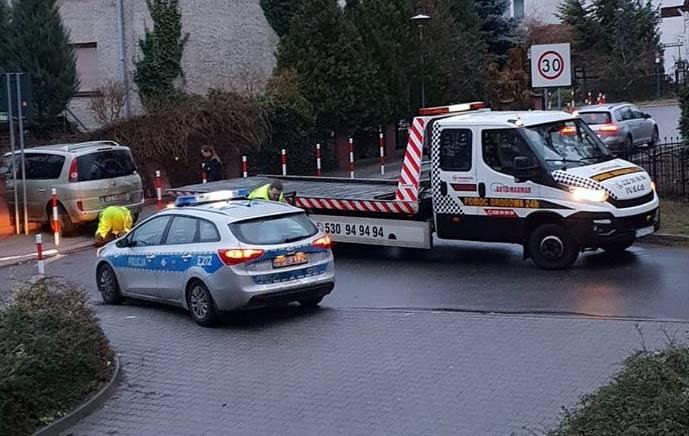 <b>Do zdarzenia doszło we wtorek, 1 stycznia, z samego rana. Na ul. Mechaników pijany kierowca uderzył w ogrodzenie.</b><br /> <br /> Na miejsce została wezwana zielonogórska policja. Kierujący renault na ul. Mechaników wbił się w ogrodzenie jednego z domów.<br /> <br /> – Kierowca miał 1,5...