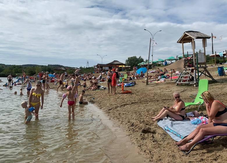 Mieszkańcy Przemyśla i okolic korzystają ze słonecznej pogody. W niedzielę sporo osób wybrało się na Plażę Ostrów. Zdjęcia nadesłał nam Internauta.ZOBACZ