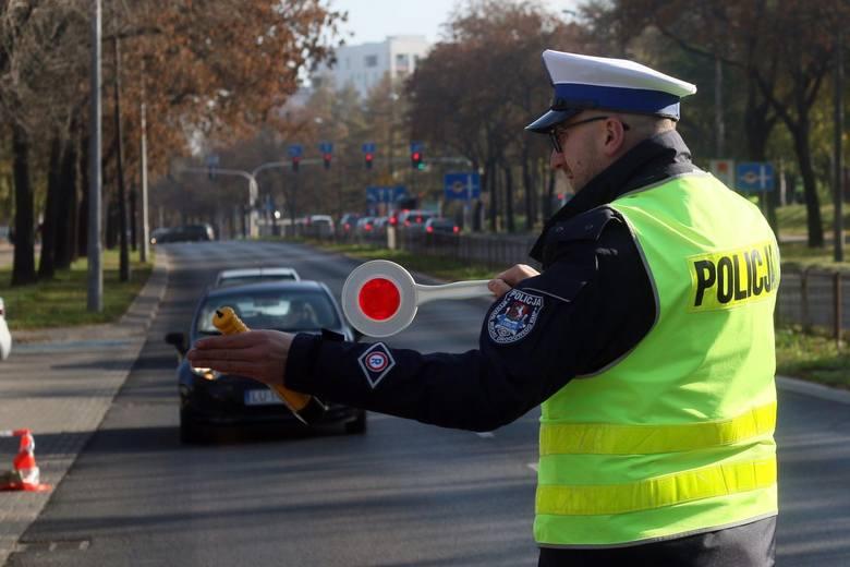 Rząd pracuje nad zmianami w przepisach dla kierowców. Mandaty mają być wyższe, a stawka OC powiązana z punktami karnymi.
