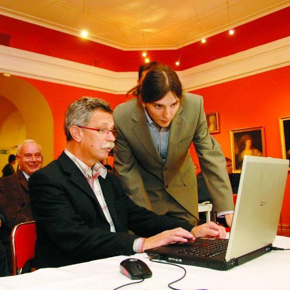 Andrzej Lechowski, dyrektor Muzeum Podlaskiego, na uroczystym otwarciu strony www.regiopedia.pl opisał białostocki Ratusz