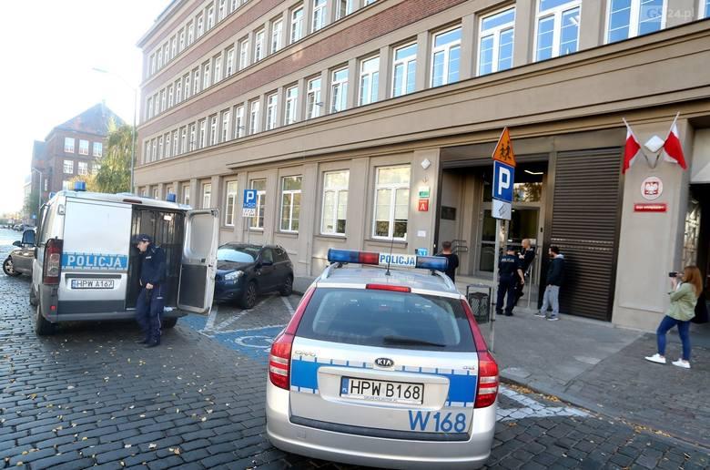 Atak na sąd w Szczecinie. Zarzut usiłowania zabójstwa za atak na strażnika. Jest areszt dla sprawy