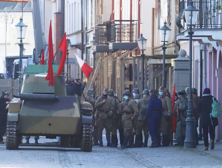 We wtorek kręcono zdjęcia na ulicy Szewskiej. Wykorzystano w nich między innymi czołg.