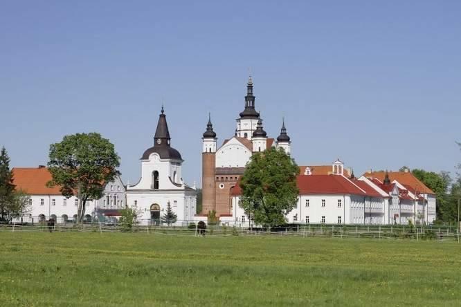 SupraślSupraśl to uzdrowiskowa miejscowość oddalona 15 km od Białegostoku. Leży nad rzeką o tej samej nazwie wśród Puszczy Knyszyńskiej. Miasto oferuje