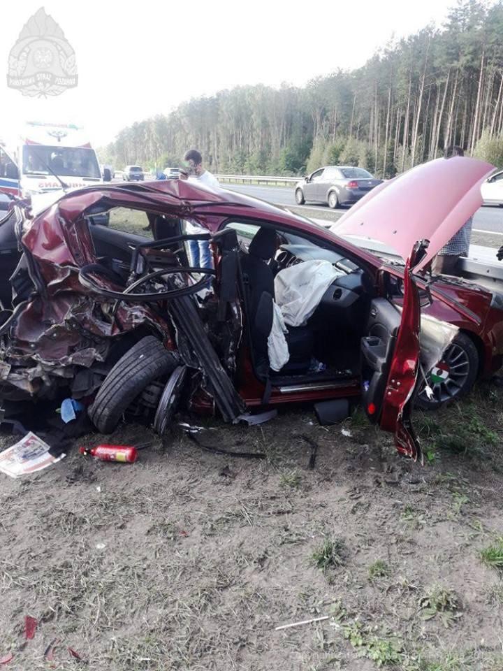 Zderzenie dwóch pojazdów osobowych i ciężarowego na autostradzie A2