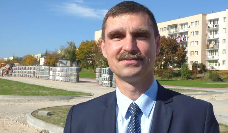 Tomasz Mierzwa podjął decyzję: rezygnuje z mandatu radnego powiatowego, nadal będzie pełnił funkcję wiceburmistrza Buska-Zdroju.
