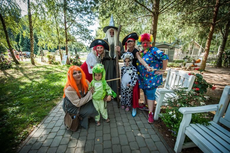 """W sobotę w Ogrodach Hortulus w Dobrzycy pojawili się... piraci, wróżki i inne tajemnicze postaci. Przebierańcy przybyli tu na """"Dzień świra -"""