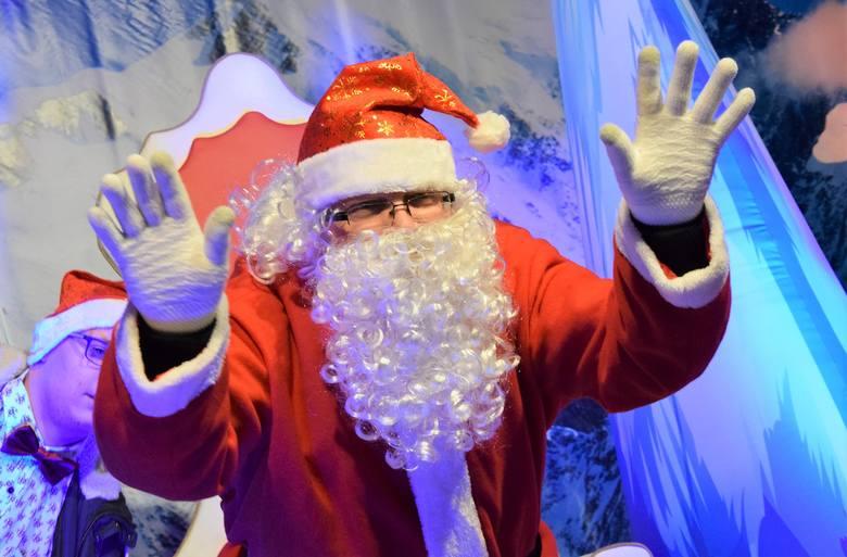 Wiele działo dziś (6 grudnia) po południu na inowrocławskim Rynku. Około godz. 16 przybył tam sam święty Mikołaj. Chwilę później, wspólnie z prezydentem