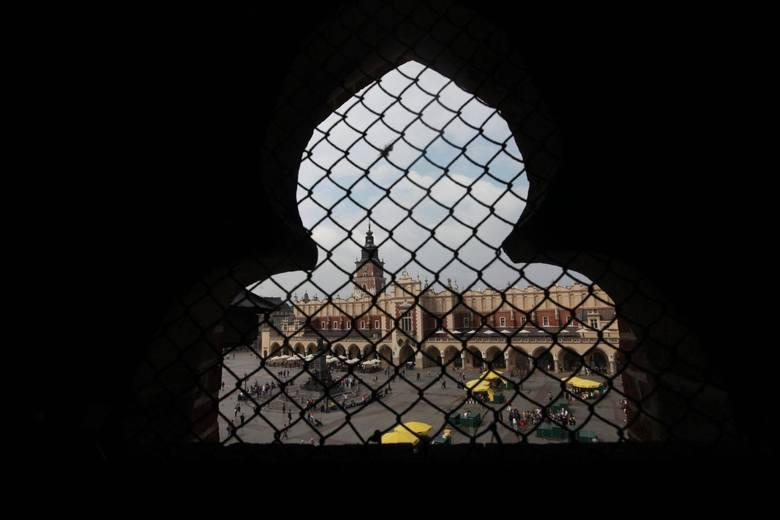 Zwiedzanie Wieży Mariackiej:Od 26 czerwca 2020piątek-sobota: 10.05−17.30niedziela: 13.05−17.30poniedziałek-czwartek: nieczynneDzieci poniżej 7 roku życia
