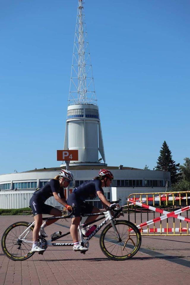 Na torze w Pruszkowie odbyły się XX kolarskie mistrzostwa Polski niewidomych i słabowidzących. Trzykrotnymi mistrzyniami i rekordzistkami zostały Angelika Biedrzycka i Edyta Jasińska, z kolei trzykrotnie na ostatnim stopniu podium stawały Karolina Rzepa i Agnieszka Sikora.