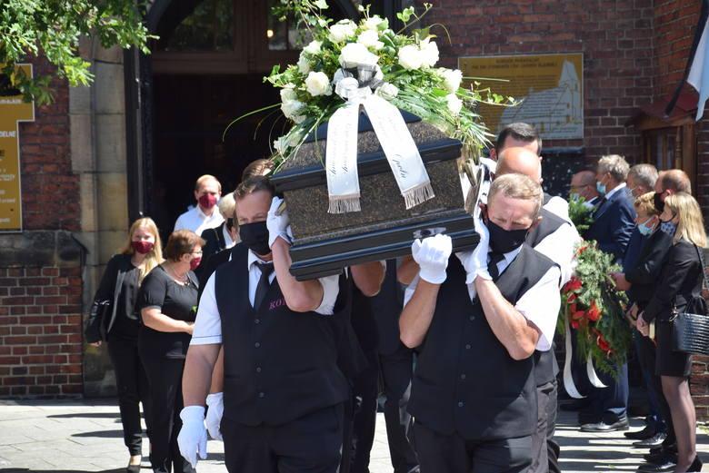 Tłumy pożegnały w Koźlu ks. dr Alfonsa Schuberta. Ciało duchownego złożono do grobu przy kościele pw. św. Zygmunta i św. Jadwigi Śląskiej