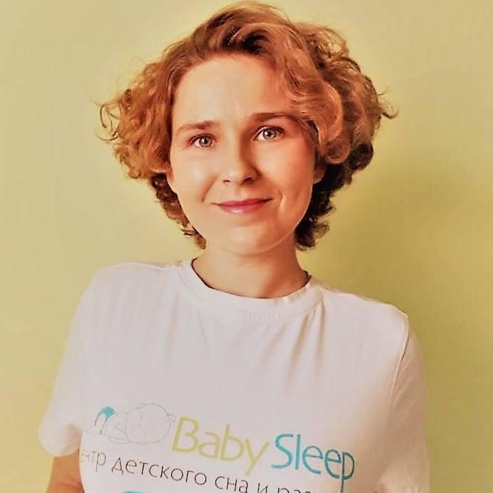 Anastazja Pugaczowa jest konsultantką snu. Wykształcenie w tym zakresie zdobyła w Rosji, w moskiewskim Centrum Kształcenia Doradców Snu Dzieci BabySleepConsult. Pochodzi z Ukrainy. Jest filolożką rosyjską. Do Polski przeniosła się z rodziną, kiedy na Ukrainie wybuchł konflikt.<br /> <br />