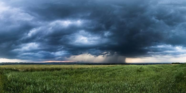 - Kilka fotek dzisiejszych popołudniowych burz. Te zrobione w okolicy Sędziszowa Małopolskiego - napisał do nas Witold Ochał.