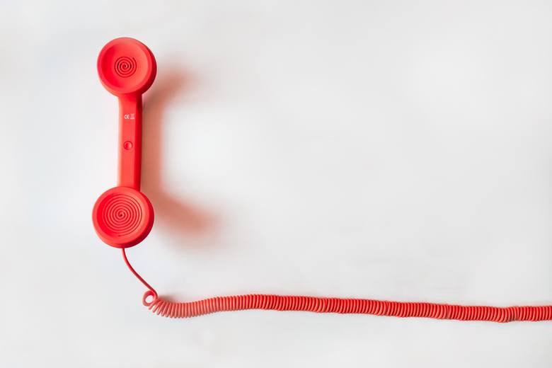 Gdzie dzwonić w sprawie COVID-19, kwarantanny, pomocy i wsparcia? Tu znajdziesz przydatne kontakty