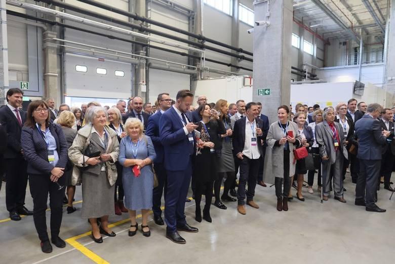 Neuca oficjalnie uruchomiła centrum dystrybucyjne w Toruniu. Inwestycja, realizowana od 2016 r. ma duże znaczenie dla wzmocnienia łańcucha dostaw oraz prac związanych z udoskonalaniem jakości serwisu i obsługi aptek współpracujących z całą grupą.<br /> <br /> [b]Czytaj także:...