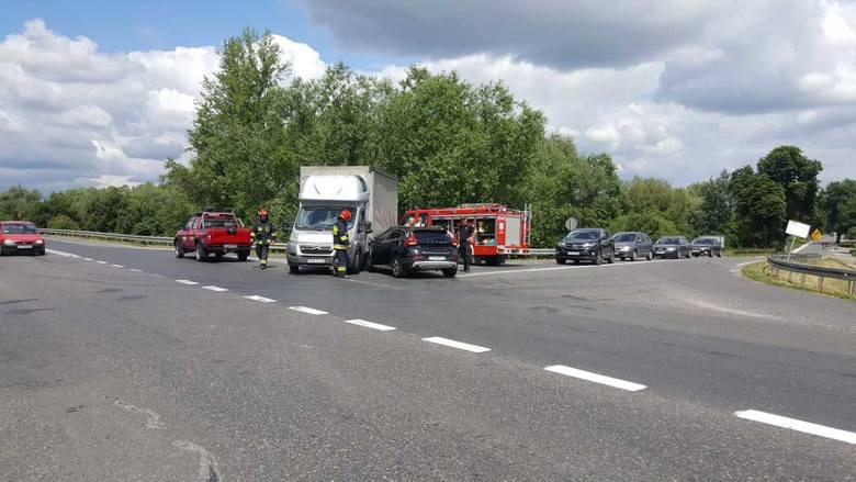 Do wypadku doszło dziś przy ul. Nad Groblą w Chełmnie. Na skrzyżowaniu drogi krajowej nr 91 z ul. Nad Groblą kierujący dostawczym citroenem jumper wymusił