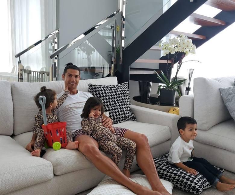 Domy gwiazd piłki nożnej. Jak mieszkają Ronaldo, Messi i Lewandowski?