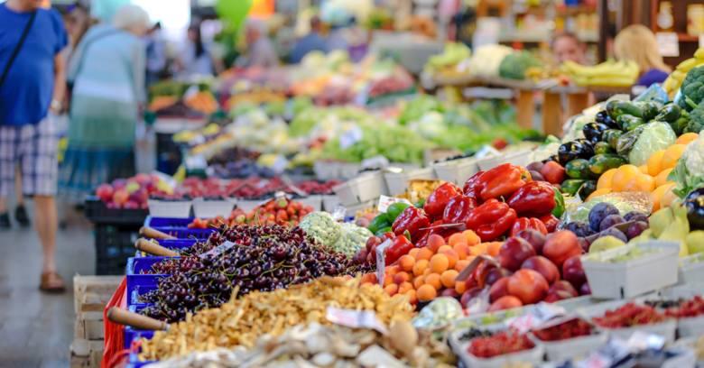 Koronawirus a targowiska i bazary. Zalecenia GIS dla kupujących i sprzedawców zmniejszą ryzyko zakażenia koronawirusem?