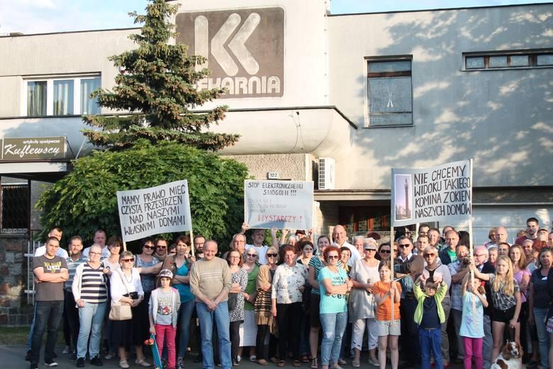 Prawie 300 osób podpisało się pod zaadresowanym do prezydenta Torunia Michała Zaleskiego protestem przeciw planom budowy masztu sieci T-Mobile przy ulicy