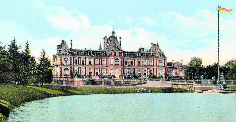 Pałac w Świerklańcu, siedziba księcia Guido Henckel von Donnersmarcka, na początku XX wieku. W 1945 roku został zniszczony, a potem rozebrany. <br />