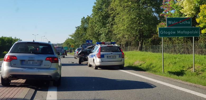 Jak poinformował nas przed chwilą internauta Mirek, przed wjazdem do Głogowa Małopolskiego doszło do zderzenia dwóch samochodów. Wypadek miał miejsce