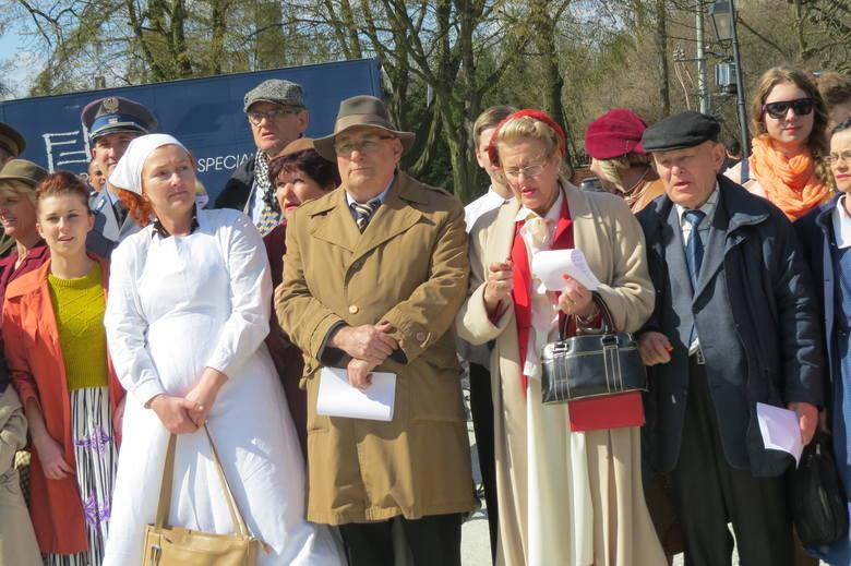 Podczas kręcenia filmu wielu mieszkańców wystąpiło w roli statystów.