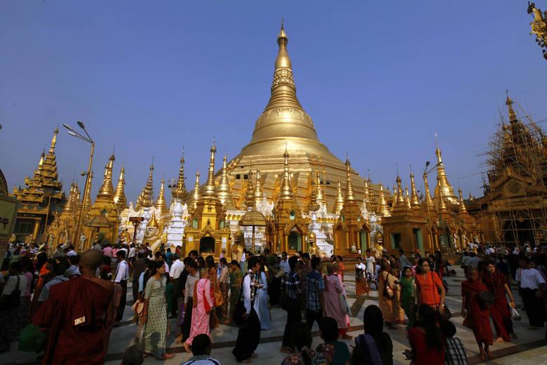 Świątynia buddyjska w Rangun. O wyjątkowości tej sakralnej budowli świadczy fakt, że znajduje się w niej osiem włosów Buddy, które są przechowywane w