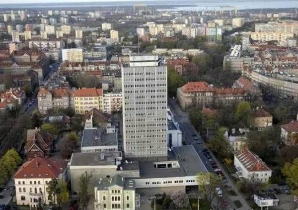 Budowę wieżowca przy ulicy Niedziałkowskiego ukończono w 1980 roku. Od 1985 roku uruchomiono tu Centrum Radiowo-Telewizyjne, w którym mieści się studio