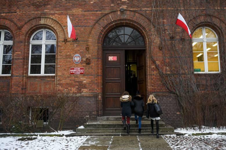 W LO św. Marii Magdaleny nie odbyły się matury próbne. Nauczyciele liceum w ramach protestu przeciwko swojej sytuacji powiedzieli, że nie będą sprawdzać egzaminów.