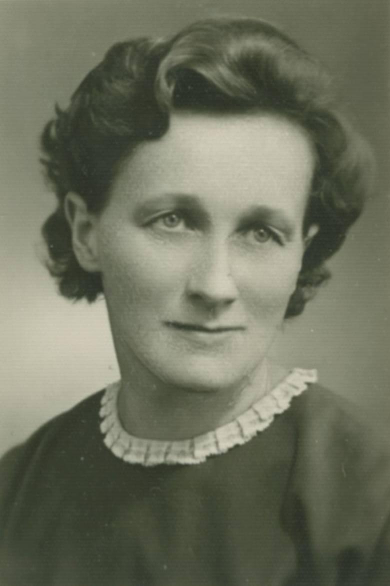 Maria Andryasiewicz-Myśliwska – pracownica banku brzeskiego, koleżanka z klasy maturalnej prof. Kazimierza Urbanika.