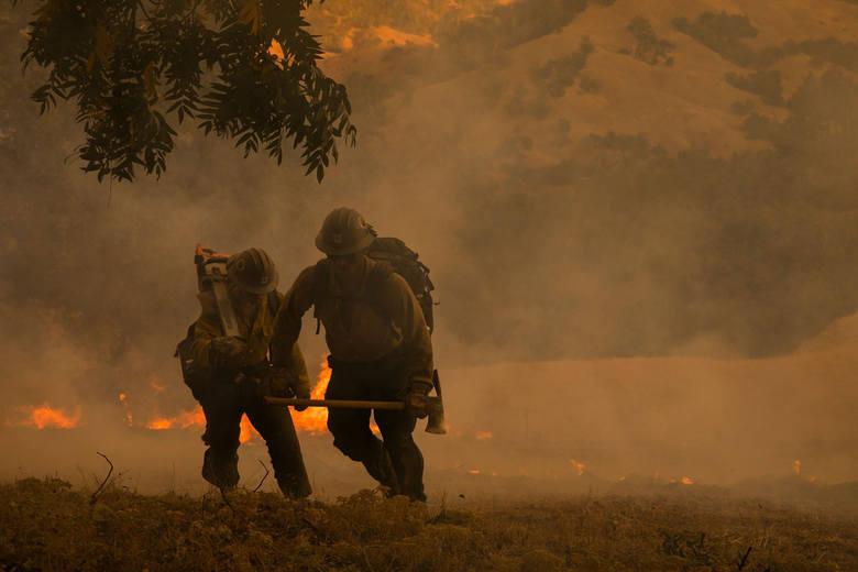USA: Pożary znów zaatakowały Kalifornię. Trwa ewakuacja tysięcy ludzi, San Francisco spowił dym