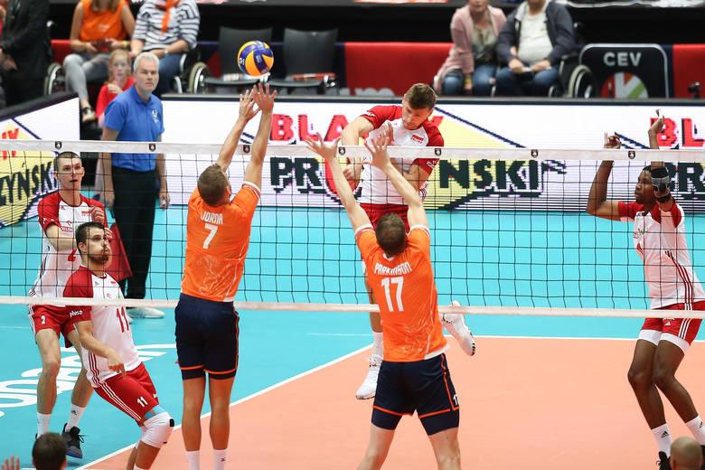 Zobacz, jak Polacy grali z Holandią. Biało-Czerwoni wygrali z gospodarzami mistrzostw Europy 3:0 i objęli prowadzenie w grupie D.