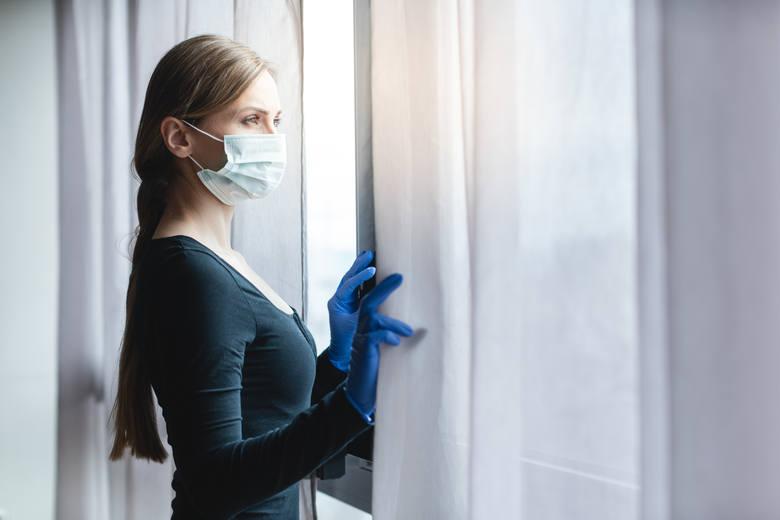 Osoby zamieszkujące z chorym ze wskazaniem do izolacji są bardzo narażone na zakażenie.