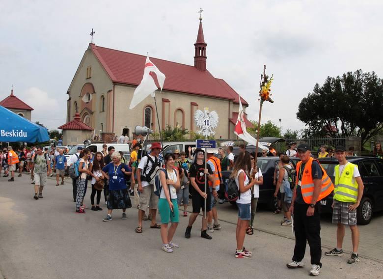 Radomscy pielgrzymi wędrują drugi dzień (wideo, zdjęcia)