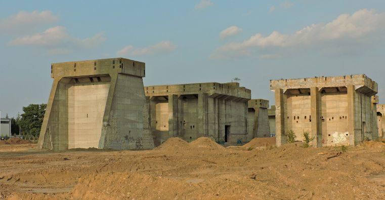 W latach 1952–1955 w Wierzbicy powstała Cementownia Przyjaźń w oparciu o miejscowe kopalnie wapienia i radziecką technologię. Po 1989 nazwa została zmieniona