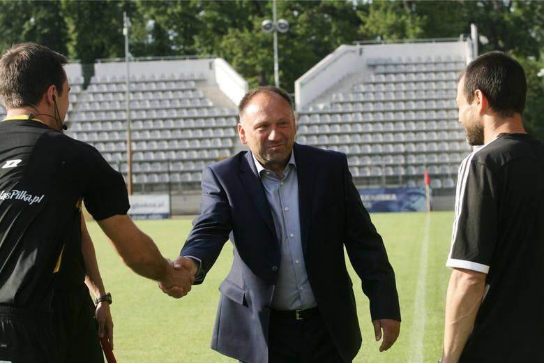 Od meczu z Hutnikiem w Krakowie rozpocznie dziś swoją pracę w Sieniawie nowy trener Sokoła Ryszard Kuźma. Na poznanie drużyny miał on tylko dwa dni.